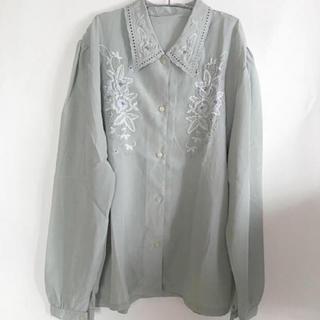 ロキエ(Lochie)の淡い水色の blouse(シャツ/ブラウス(長袖/七分))