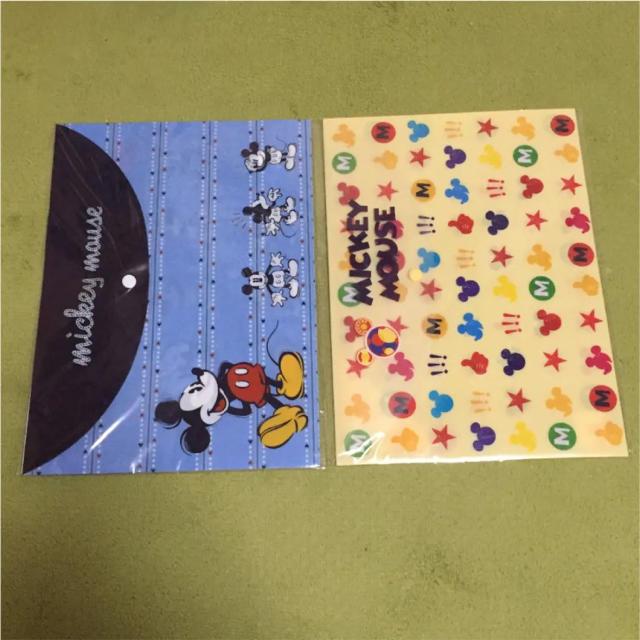 ドキュメントファイル(ボタン付) ミッキー 2枚セット A4 ディズニー エンタメ/ホビーのアニメグッズ(クリアファイル)の商品写真