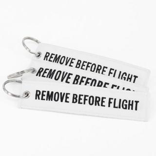 新品☆『REMOVE BEFORE FLIGHT』(刺繍タイプ/白)キーチェーン(その他)