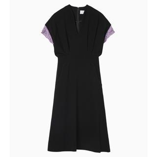 マメ(mame)の19SS  mame Embroidery Cuffs V-Neck Dress(ひざ丈ワンピース)