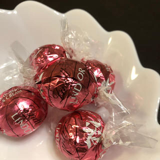 リンツ(Lindt)のリンツ チョコレート チョコ ストロベリー いちご イチゴ(菓子/デザート)