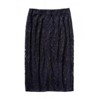 ジーユー(GU)のGU の黒レーススカート(ひざ丈スカート)