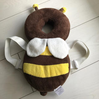 赤ちゃん 転倒防止 リュック ハチ