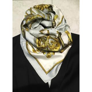 エルメス(Hermes)のプラチナ&ゴールドが素敵すぎ エルメス スカーフ カレ90(バンダナ/スカーフ)