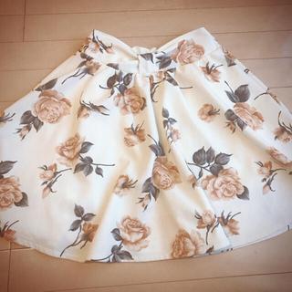 シマムラ(しまむら)の花柄スカート/ウエストリボン(ひざ丈スカート)