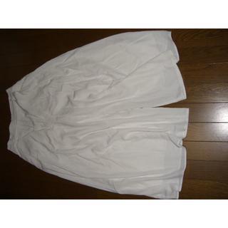 ジーユー(GU)のGU ガウチョパンツ 白 ホワイト ポケット有 踝丈 スカンツ(その他)