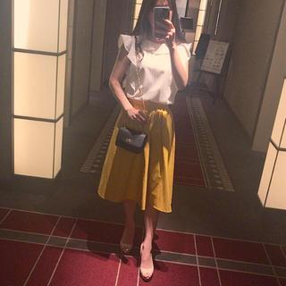 ジーユー(GU)のGU イエロー 黄色 フレアスカート 美品(ひざ丈スカート)