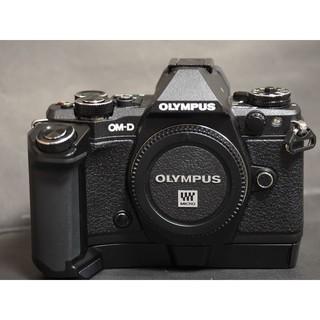 オリンパス(OLYMPUS)のオリンパスOM-D E-M5markⅡ専用HLD-8Gグリップ超美品!(ミラーレス一眼)