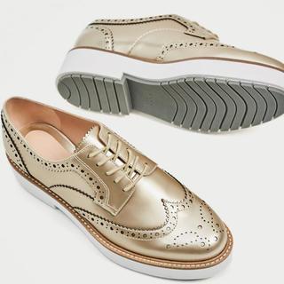 ザラ(ZARA)のZARA ゴールドプラットフォームブローグシューズ(ローファー/革靴)