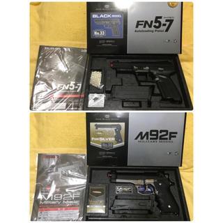 マルイ(マルイ)の東京マルイ FN5-7  と M92F military シルバーフレーム(ガスガン)