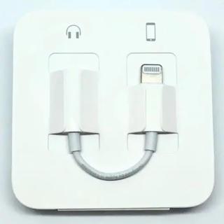 アップル(Apple)のiPhoneイヤホン変換アダプター(ヘッドフォン/イヤフォン)