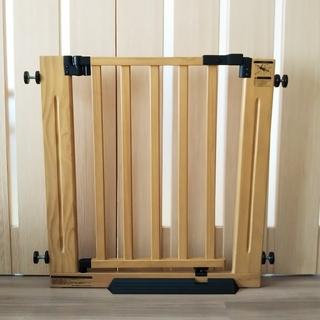 グランドール(GRANDEUR)の グランドール  木製ベビーゲート 2台【むむむ様専用】(ベビーフェンス/ゲート)
