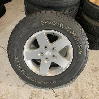 クライスラー(Chrysler)の送料込み!クライスラー ラングラージープ 背面タイヤ 美品(タイヤ・ホイールセット)