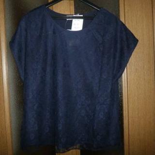 (送料無料) 新品 タグ付き   レース使いシャツ 紺 Mサイズ (Tシャツ(半袖/袖なし))