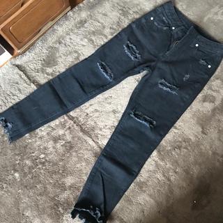 ジーユー(GU)のGU ダメージジーンズ ブラック  Sサイズ(デニム/ジーンズ)