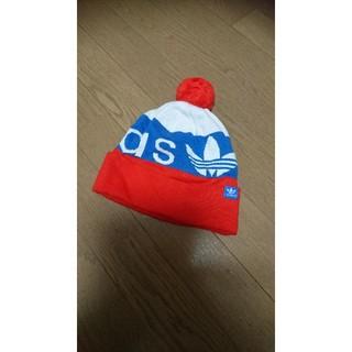 アディダス(adidas)のアディダス ボンボンつきニット帽(ニット帽/ビーニー)