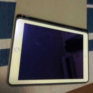 アイパッド(iPad)のiPad  6世代 sim フリー ほぼ未使用(タブレット)