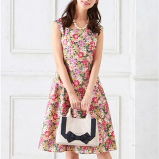 トッカ(TOCCA)のタグ付新品♡TOCCA SPRING PARADISEドレス00刺繍ワンピース(ひざ丈ワンピース)