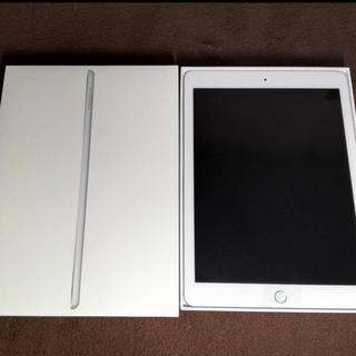 アイパッド(iPad)のiPad 第6世代Wi-Fi+cellular ソフトバンク32GB シルバー(タブレット)