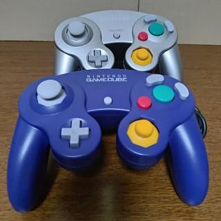 ニンテンドーゲームキューブ(ニンテンドーゲームキューブ)のゲームキューブコントローラー バイオレット シルバー 2個 使用感少なめ(家庭用ゲーム本体)