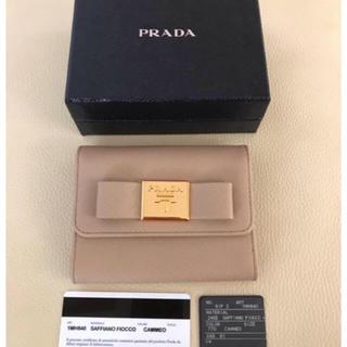 プラダ(PRADA)のPRADA プラダ 三つ折り財布ベージュウォレット サフィアーノ レザー リボン(財布)
