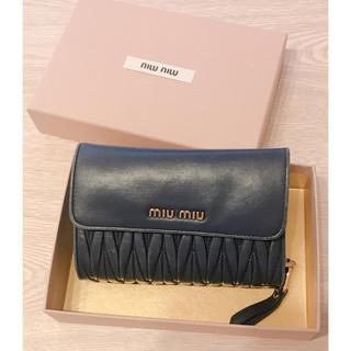 ミュウミュウ(miumiu)のmiumiu ネイビー 2つ折り財布(財布)