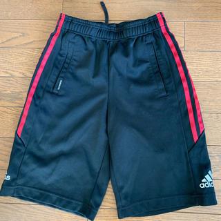 アディダス(adidas)のadidas 140㎝ ブラックハーフパンツ サイドレッドライン(パンツ/スパッツ)