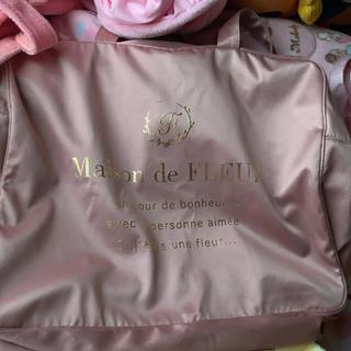 メゾンドフルール(Maison de FLEUR)のメゾンドフルール トラベルキャリーオンバッグ ピンク L(トートバッグ)
