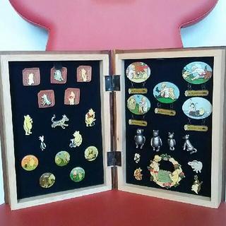 ディズニー(Disney)の【プーさんのピンコレクションBOX 100Acre Wood】(バッジ/ピンバッジ)