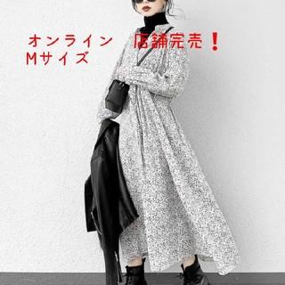 ジーユー(GU)の大流行❗GUオンライン店舗完売❗フラワープリントワンピース M(ロングワンピース/マキシワンピース)