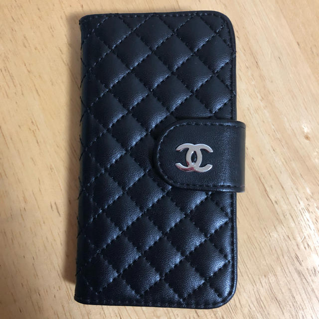 CHANEL - CHANEL iPhone SEケースの通販 by mahi_piyo's shop|シャネルならラクマ