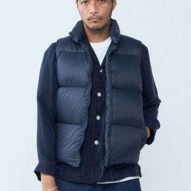 DELUXE(デラックス)のDELUXE ダウンベスト 新品未使用 サイズL ネイビー メンズのジャケット/アウター(ダウンベスト)の商品写真