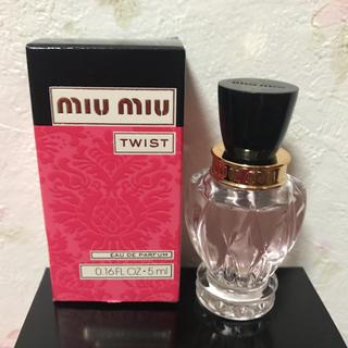 ミュウミュウ(miumiu)の新作☆ミュウミュウ ツイスト オードパルファム  5ml  未使用未開封 香水(香水(女性用))