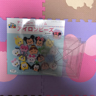 ディズニー(Disney)のアイロンビーズ ディズニーツムツム本と透明プレート2枚セット(その他)