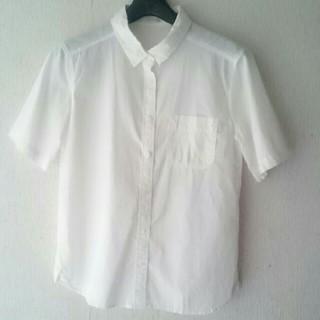 ジーユー(GU)のジーユー 半袖 シャツ 白(シャツ/ブラウス(半袖/袖なし))