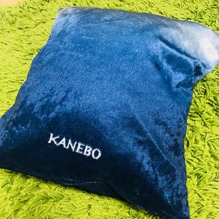 カネボウ(Kanebo)のKanebo ホリデイナイト クッション ブランケット ベロア調ネイビー(おくるみ/ブランケット)