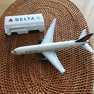デルタ(DELTA)の☆デルタ航空 飛行機&車セット☆(ミニカー)