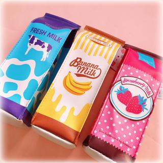 新品 ダイソー いちご バナナ 牛乳パックのペンケース 筆箱 ポーチ(ペンケース/筆箱)