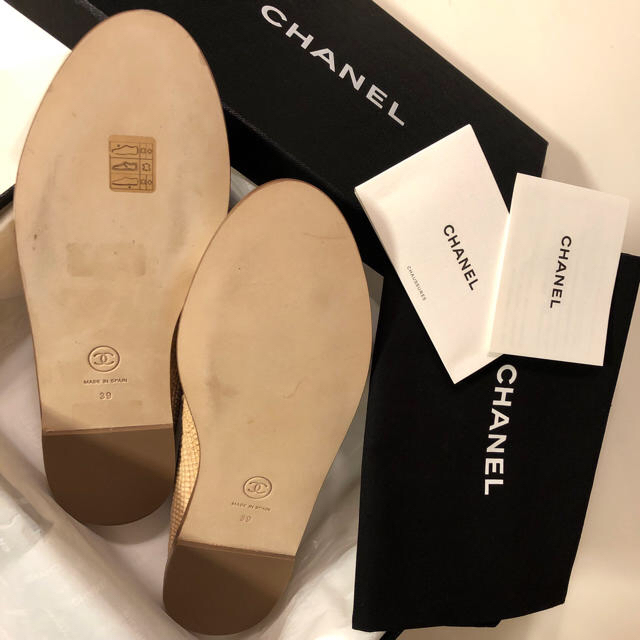 CHANEL(シャネル)の❤️シャネル❤️2019クルーズ新品未使用✨CCマーク付💕エスパドリーユ39♪ レディースの靴/シューズ(スリッポン/モカシン)の商品写真