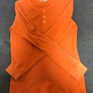 ユニクロ(UNIQLO)のオレンジ 春服 長袖 UNIQLO(Tシャツ/カットソー(七分/長袖))