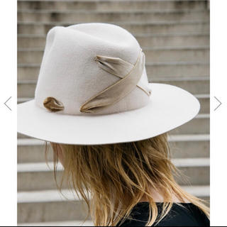 アメリヴィンテージ(Ameri VINTAGE)の大人気商品  COULEUR×AMERI CROSS RIBBON HAT (ハット)