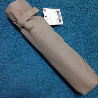 ユニクロ(UNIQLO)のUNIQLO カーキ色折り畳み傘(傘)