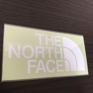 ザノースフェイス(THE NORTH FACE)の【縦7cm横14cm】THE NORTH FACE ステッカー(ステッカー)