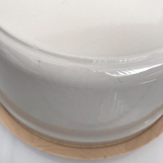 Vermicular(バーミキュラ)のバーミキュラ オープンポット ラウンド ベージュ トリベットセット 美品 インテリア/住まい/日用品のキッチン/食器(鍋/フライパン)の商品写真