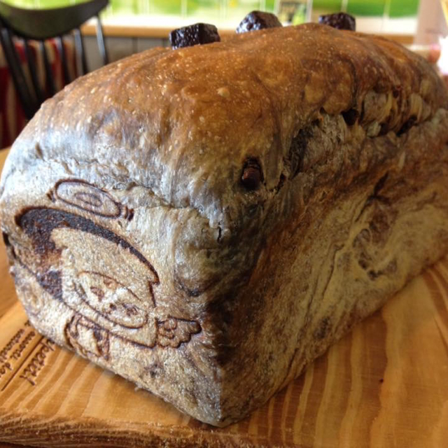 焼きたて食パン!スーパーチョコレート食パン&ベーコンチーズ 食パン 食品/飲料/酒の食品(パン)の商品写真