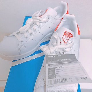 アディダス(adidas)の【新品、未使用、タグ付き】スタンスミス 赤 25cm(スニーカー)
