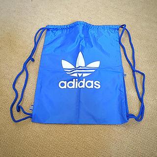 アディダス(adidas)のアディダス スポーツ 巾着 巾着バッグ ほぼ新品 美品 体操着 ジムバッグ(体操着入れ)