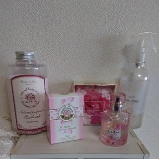 ハウスオブローゼ(HOUSE OF ROSE)のロジェガレ & ボーテデュサエ & ハウスオブローゼなど ローズまとめ売り(香水(女性用))