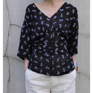 マメ(mame)のmame 17ss フラワーモチーフジャガードトップス かしゆか着用(シャツ/ブラウス(半袖/袖なし))