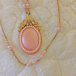 ルネ(René)の美品!ピンク色の白蝶貝ネックレス (ネックレス)